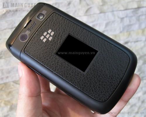 BlackBerry 9780 trasera