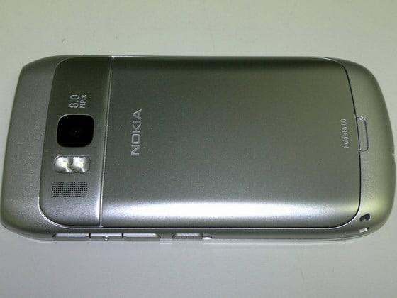 Nokia E6-00 trasera