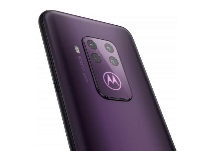 Parte trasera en negro del Motorola One Zoom