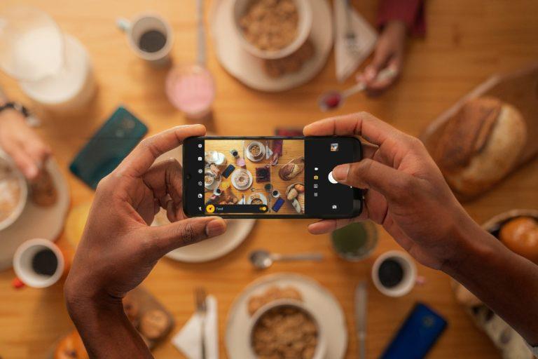 Motorola ha presentado el Moto G9 Play que destaca por su gran batería.